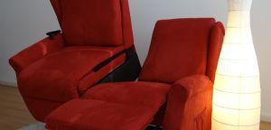 Divano ambra, Divano due sedute una seduta lift (alza persona)dotata di un pistone tedesco OKin alzata massima 170 Kg piu una seduta reclinabile manualmente